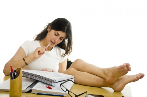 Aspects-to-consider-before-choosing-essay-writing-services