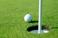Why is wise to apply for golf jobs online